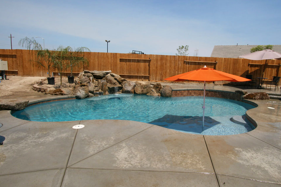 Custom pool gallery paradise pools and spas bakersfield for Custom pool and spa