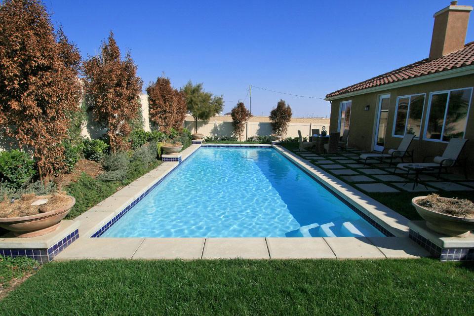 Long Geometric Pool.