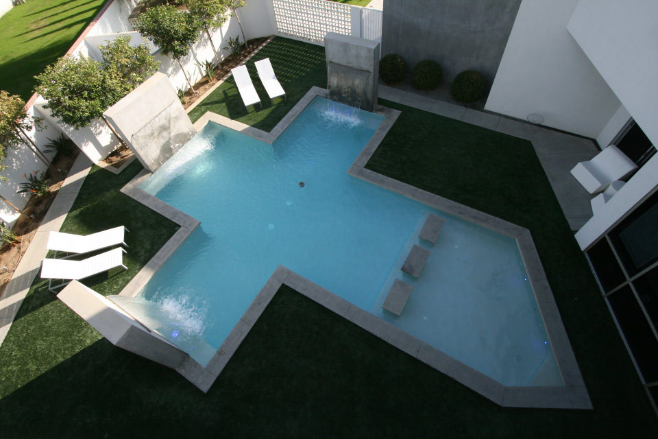 Cross shaped swimming pool with 3 water features. Built by Paradise Pools.