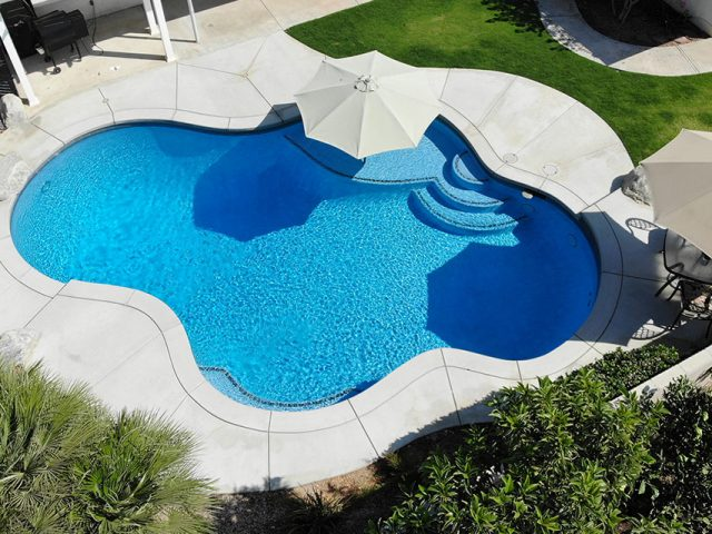 Custom swimming pool by Paradise Pools & Spas in Bakersfield, CA.